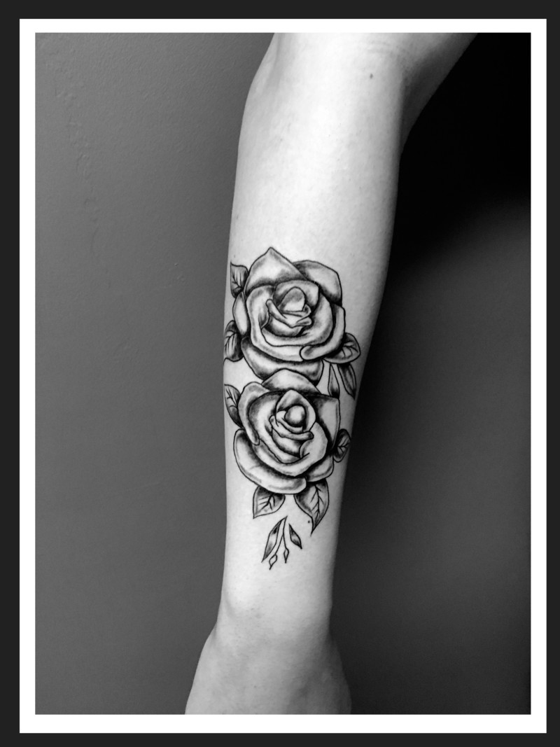 AVANT BRAS  FLORALE ROSE  www.tattoopictures19.com   rose taouage .jpg - Voir en grand
