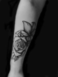 avant bras tattoo .www.tattoopictures19com  jpg copie.jpg - Voir en grand