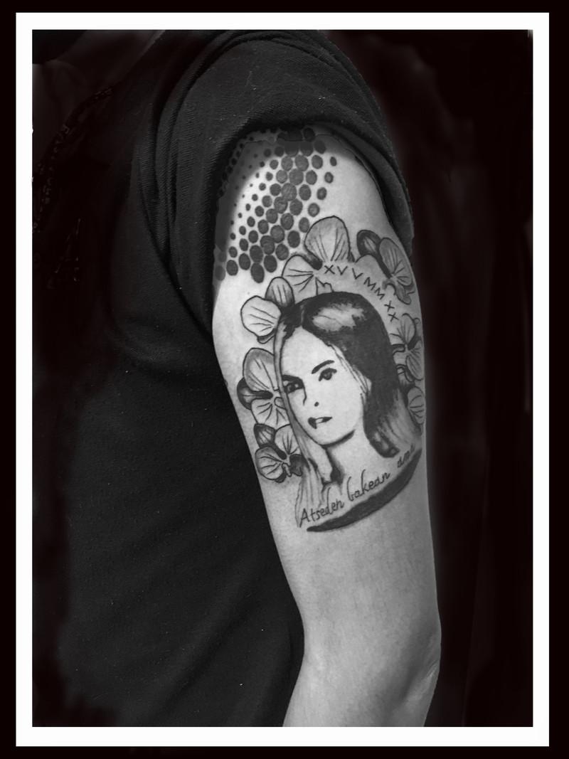 PORTRAIT  BRAS www.tattoopictures19.com.jpg - Voir en grand
