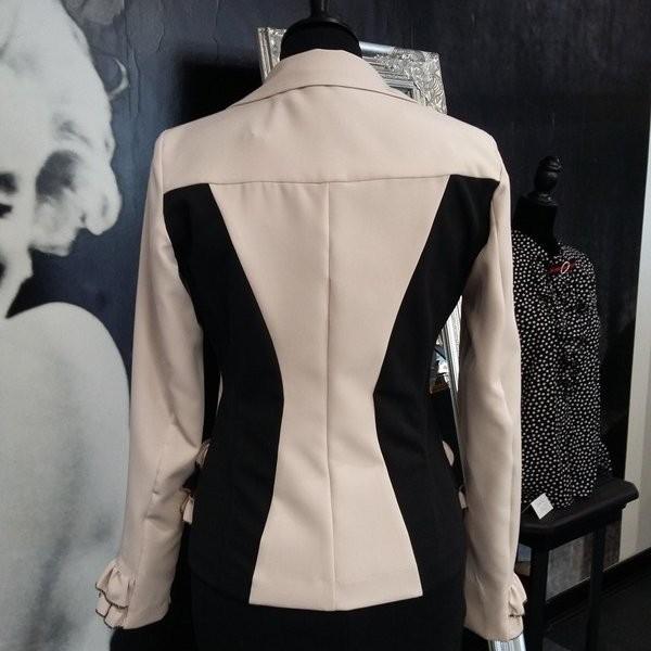 Veste tailleur beige et noir