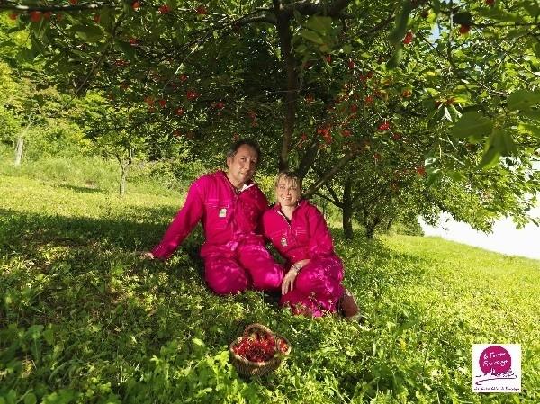 Ferme-Fruirouge-Isabelle-Sylvain-OLIVIER-sous-les-cerisiers.jpg - Voir en grand