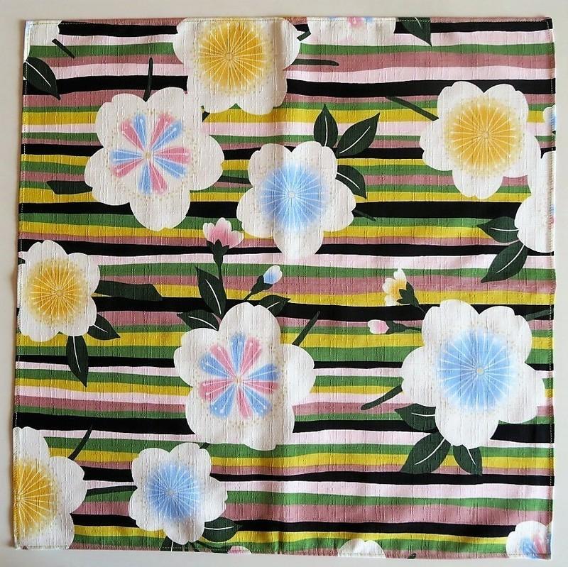 Furoshiki 50 cm, carré de tissu japonais, fleurs - Sakura jaune - Comptoir du Japon - Voir en grand