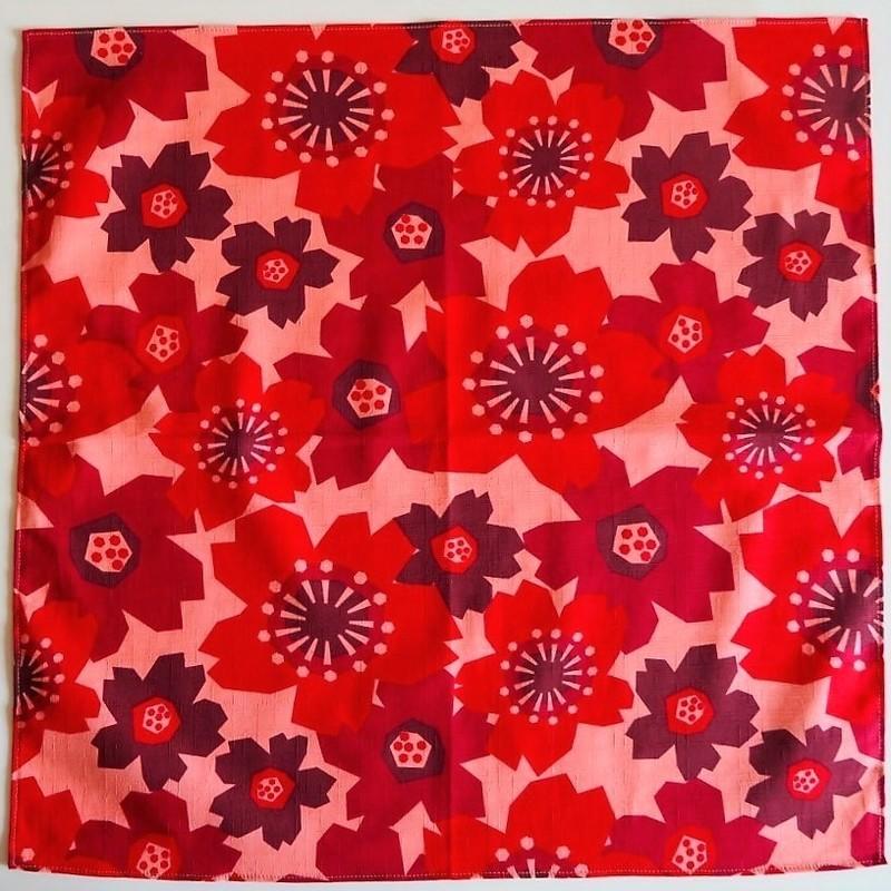 Furoshiki 50 cm, carré de tissu japonais, fleurs - sakura rouge - Comptoir du Japon - Voir en grand