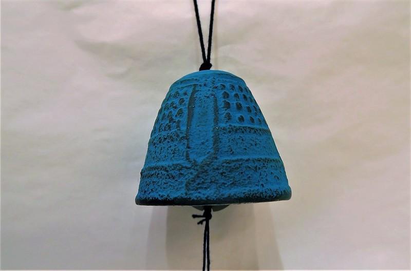 Petite cloche à vent  bleue turquoise - Voir en grand