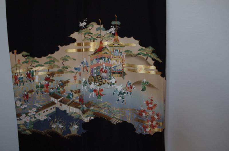 Kimono en soie femme noir traditionnel vintage - Motif dos - Comptoir du Japon - Voir en grand