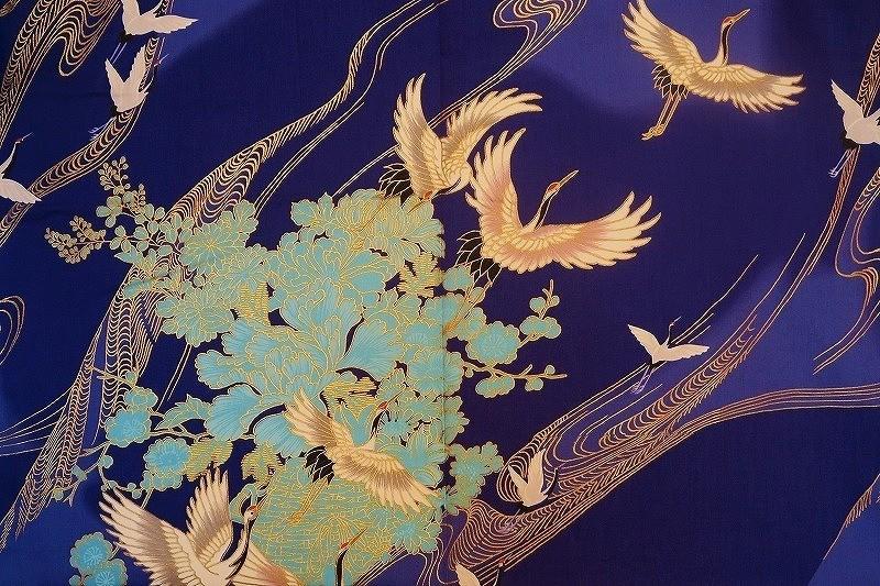 motif de grues en vol sur yukata kimono en coton bleu pour femme - Comptoir du Japon - Voir en grand