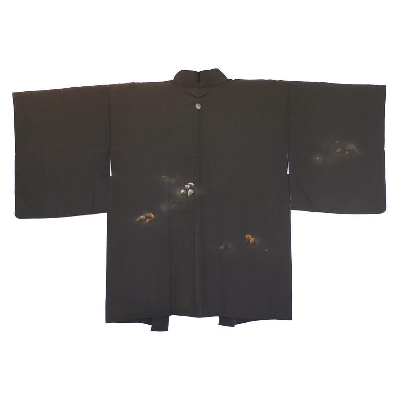 haori en soie noir aux motifs cuivrés et argentés avec kamon - Voir en grand
