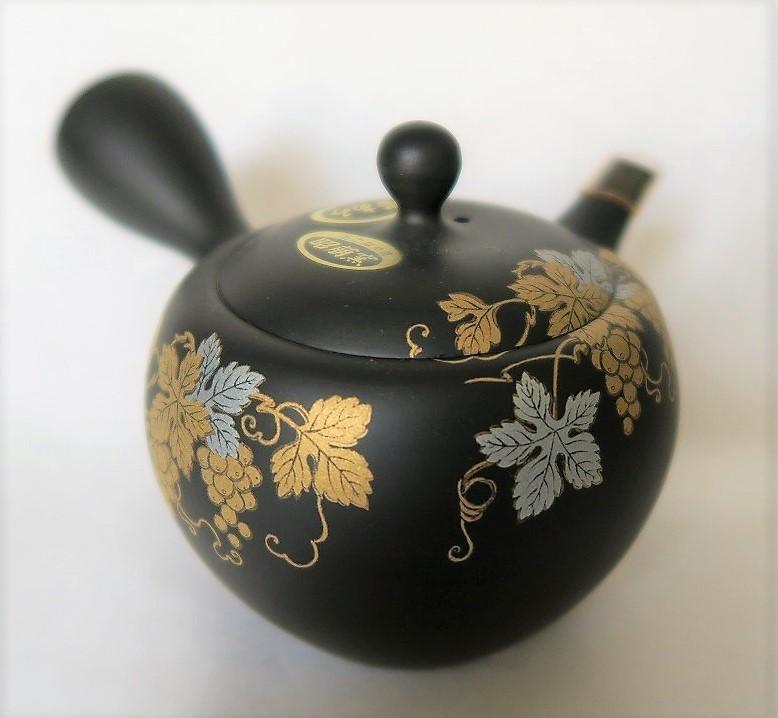Théière kyûsu en terre de Tokoname, motif de vigne - Comptoir du Japon - Voir en grand