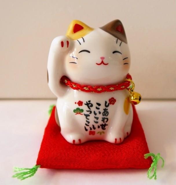 Chat manekineko blanc  - Compotoir du Japon - Voir en grand