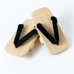 Geta, chaussures traditionnelles en bois - Comptoir du Japon - Voir en grand