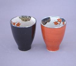 Duo tasses rouge noir Arita - Voir en grand