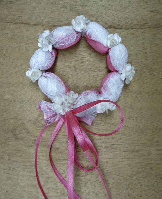 Bonbonnière-Couronne Romantique avec dragéess,dentelle, et petites fleurs cadeau d'invité mariage - Voir en grand
