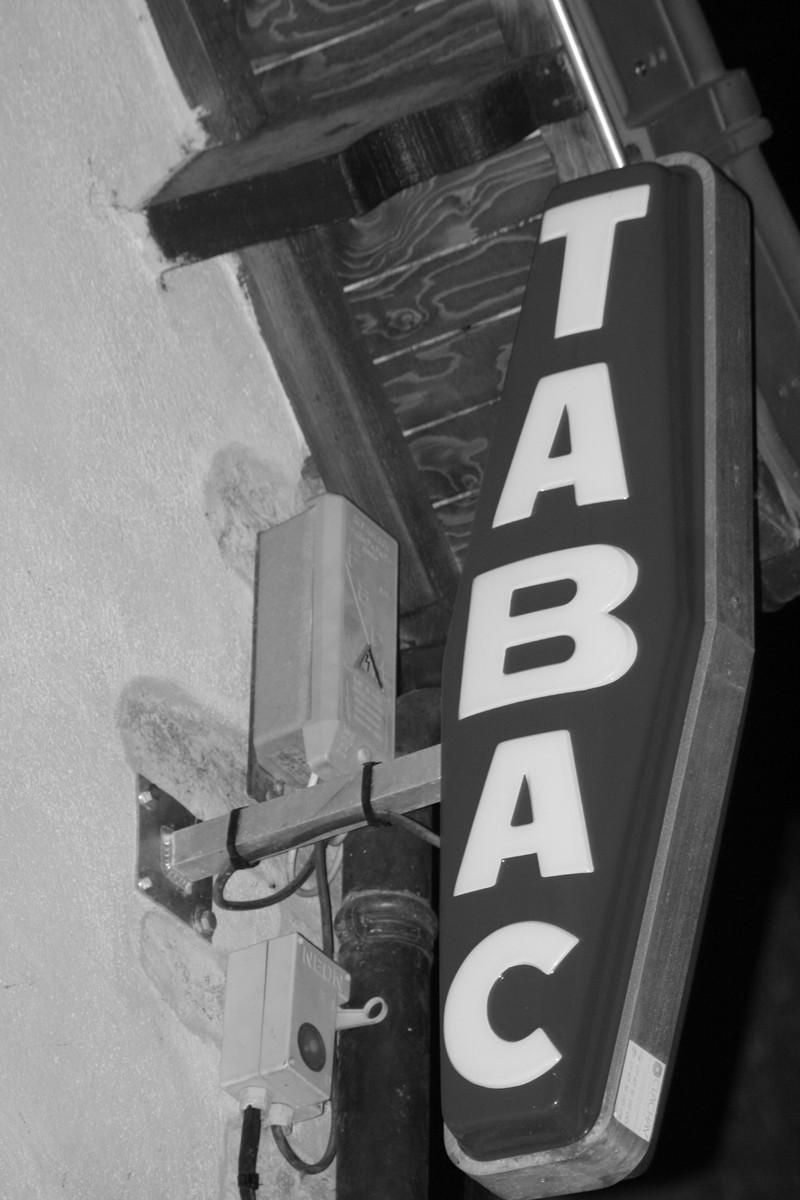 Le Tabac - Les services du St Valentin - Café concert Le St Valentin - Voir en grand