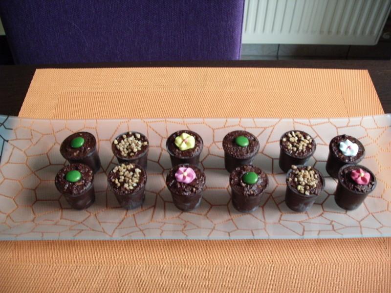 verrines chocolat parfums assortis (crème au café, agrumes et crème de marron, crème brûlée, cerise  - Voir en grand