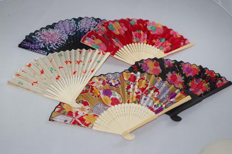 Eventails motifs traditionnels japonais variés - Comptoir du Japon - Voir en grand