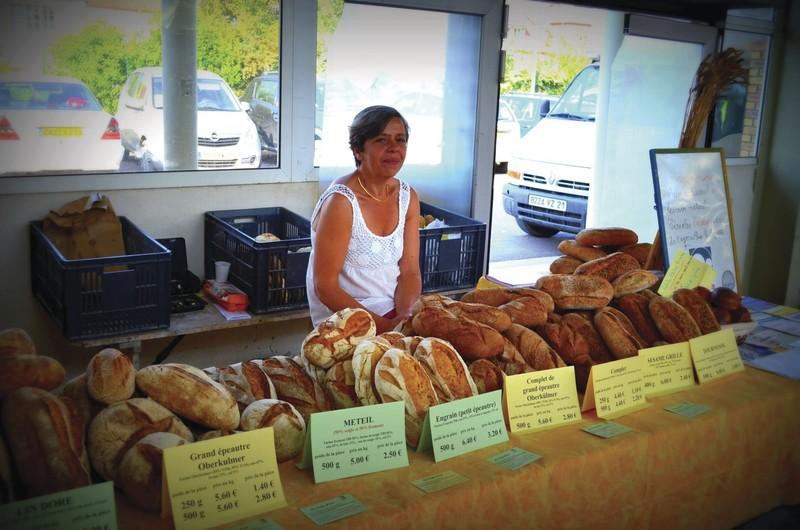 Au Pain d'Ici - Pains, Miel, Dragées et extras - HALLES DE MONTBARD, votre marché alimentaire de proximité - Voir en grand