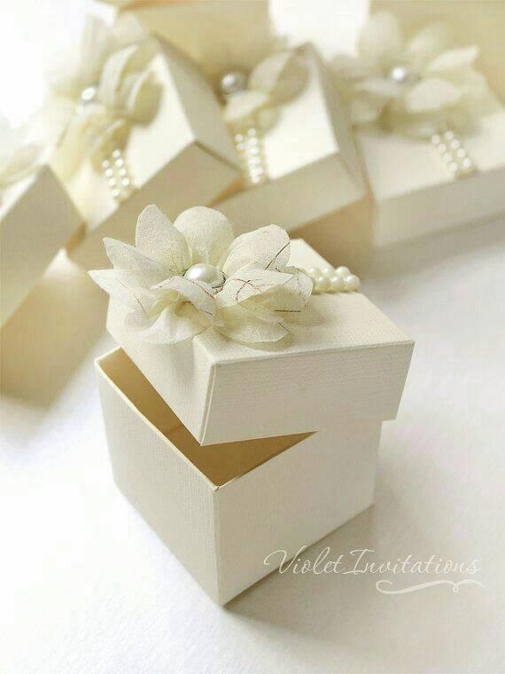 drages boite blanches et fleurs et perles.jpg - Voir en grand