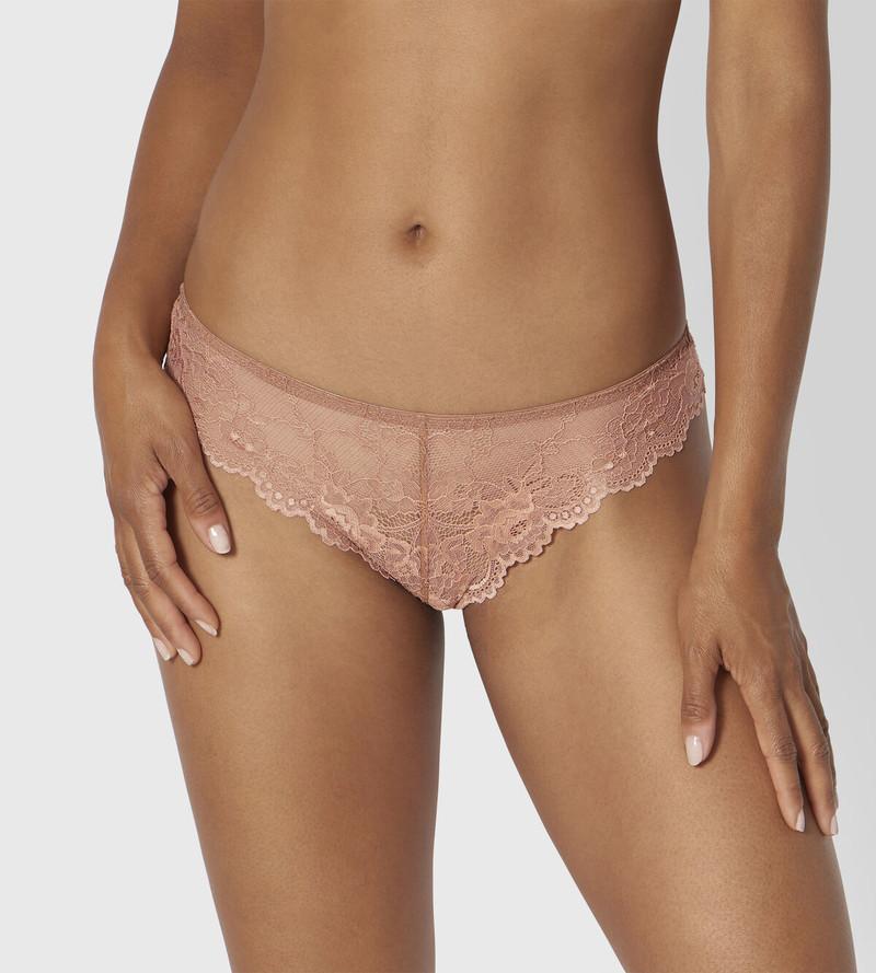 Triumph Tempting Lace tanga brésilien beige rosé fine dentelle florale travaillée gousset coton - Voir en grand