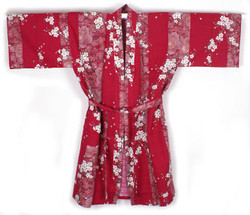Yukata court rouge Sakura - Comptoir du Japon - Voir en grand