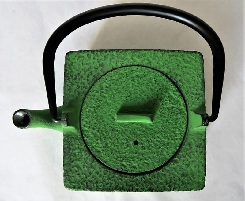 Théière en fonte japonaise vert 0,55 L. - Comptoir du Japon - Voir en grand