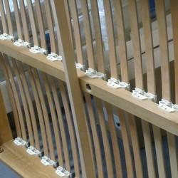 BIFLEX - vue par dessous avec trou pour pied central- Spot Literie - Voir en grand