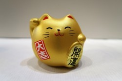 Chat manekineko doré - Voir en grand