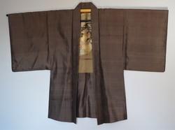 Authentique veste japonaise Haori homme brun en soie et belle doublure, face - Comptoir du Japon - Voir en grand