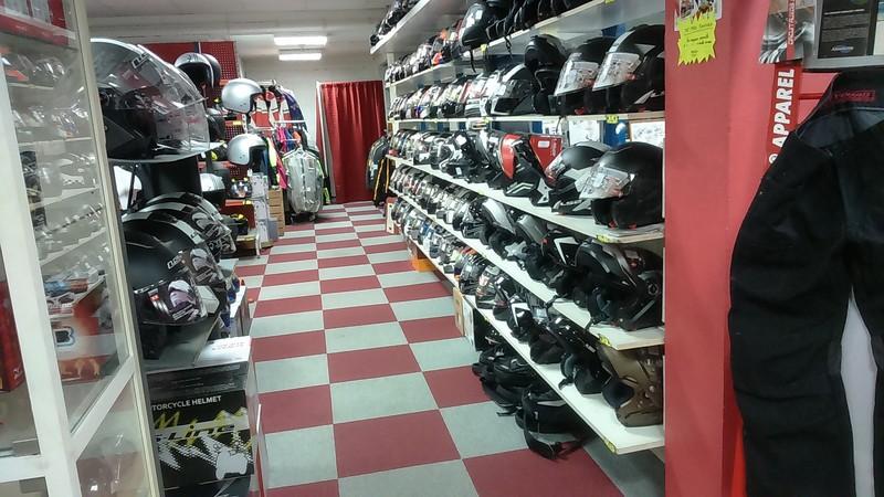 boutique casques ANGEL'S MOTOS DIJON - Voir en grand