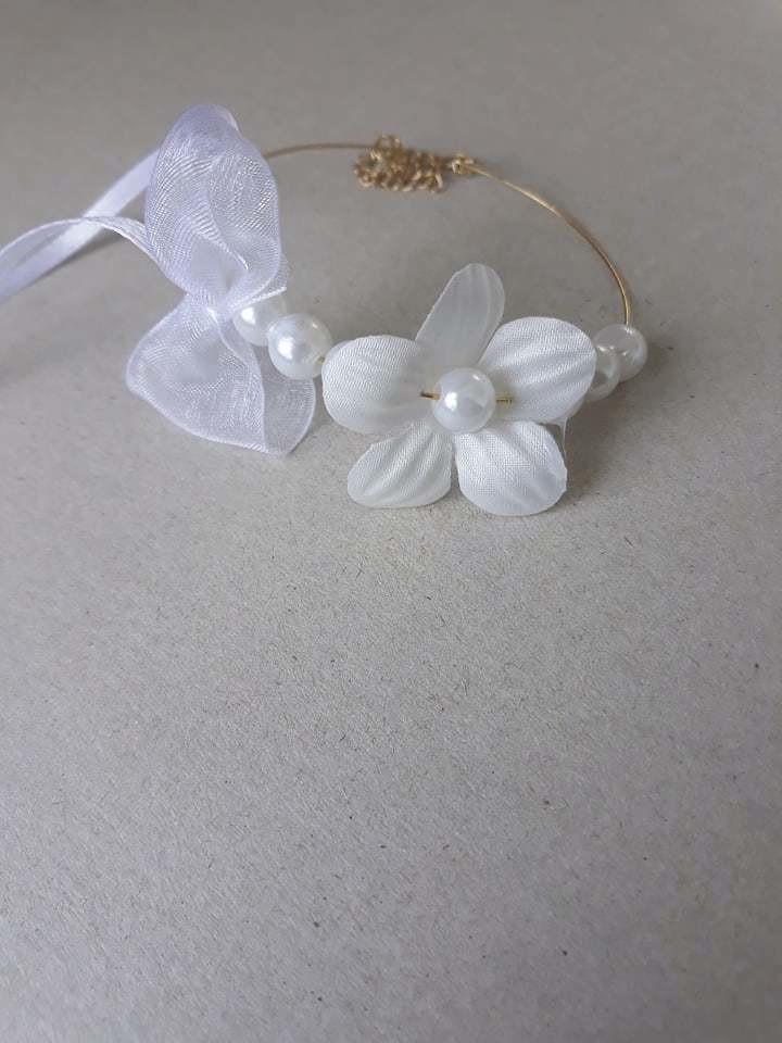 Bracelet Mariage Fleur et Perles Blanches - Bijoux et Accessoires Mariage - La Grèce Gourmande - Voir en grand