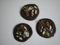 Mendiants au Chocolat Noir, orange confite et fruits secs - Voir en grand