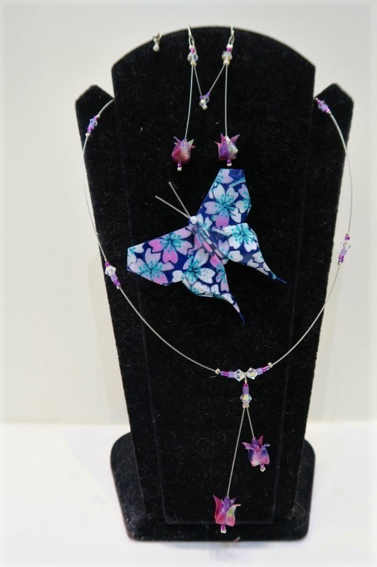 Collier + boucles d'oreilles en origami fleur de lotus, Broche papillon - Comptoir du Japon - Voir en grand