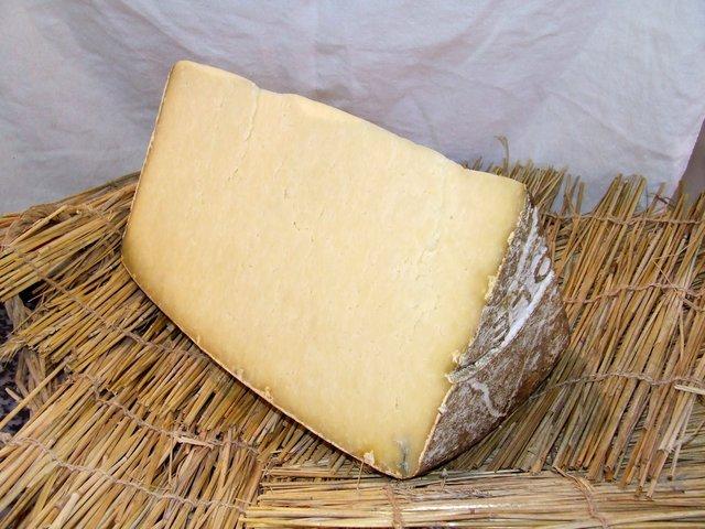 Laguiole Grand Aubrac/Cantal Hauts-Herbages /Salers de Buron - Massif central / Auvergne / Aubrac - FROMAGERIE AU GAS NORMAND - DIJON - Voir en grand
