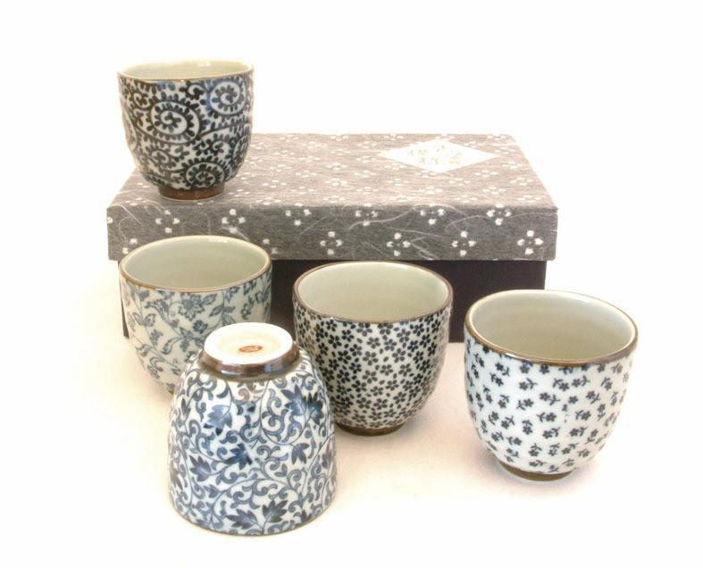 Set de 5 tasses à thé, porcelaine d'Arita - Comptoir du Japon - Voir en grand