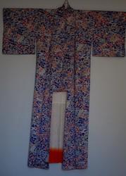 Kimono soie bleu floral - face  - Voir en grand