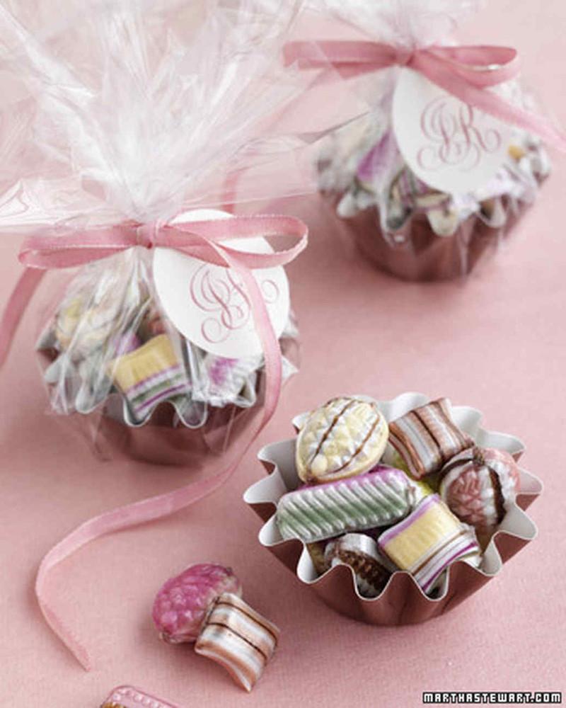 Mini Moule à Muffins avec Bonbons Multicolores - Cadeaux Gourmands Mariage - La Grèce Gourmande - Voir en grand