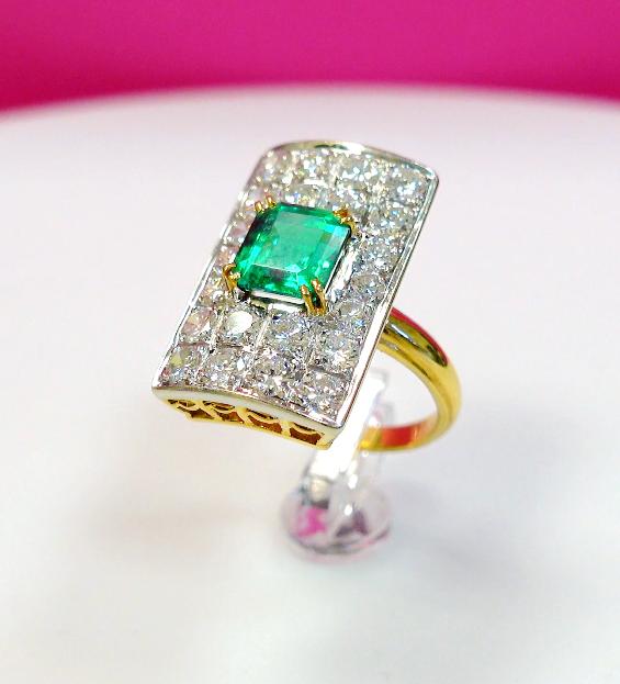 Bague Emeraude et Diamants - Emeraudes serties sur Or Jaune - La Couronne d'or - Voir en grand