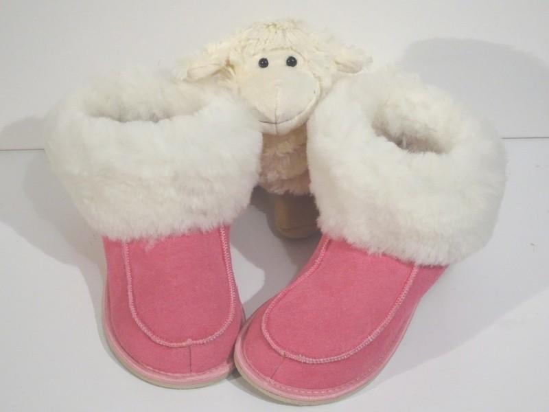 chaussons-pantoufles en mouton retourné trés cocooning rose - Chaussons-pantoufles en peau et laine - La Petite Boutique - Voir en grand