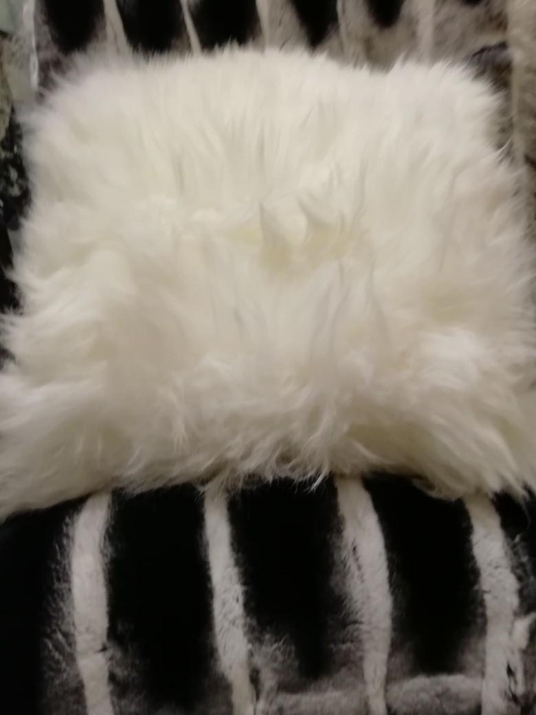 Coussin blanc (1).jpg - Voir en grand