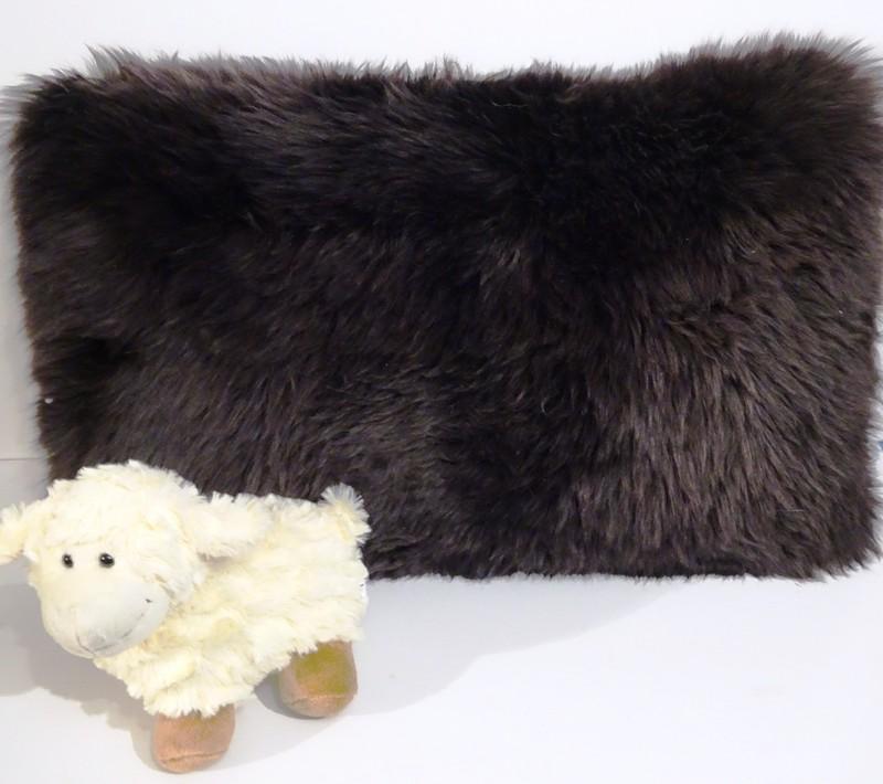 Coussins rectangulaire en mouton - Peaux et coussins  - La Petite Boutique - Voir en grand