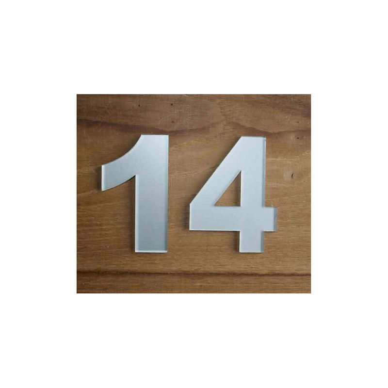 Numero 14 decoupe en plexiglas gris, garantie exterieure, amalgame, graveur à grenoble  - Voir en grand