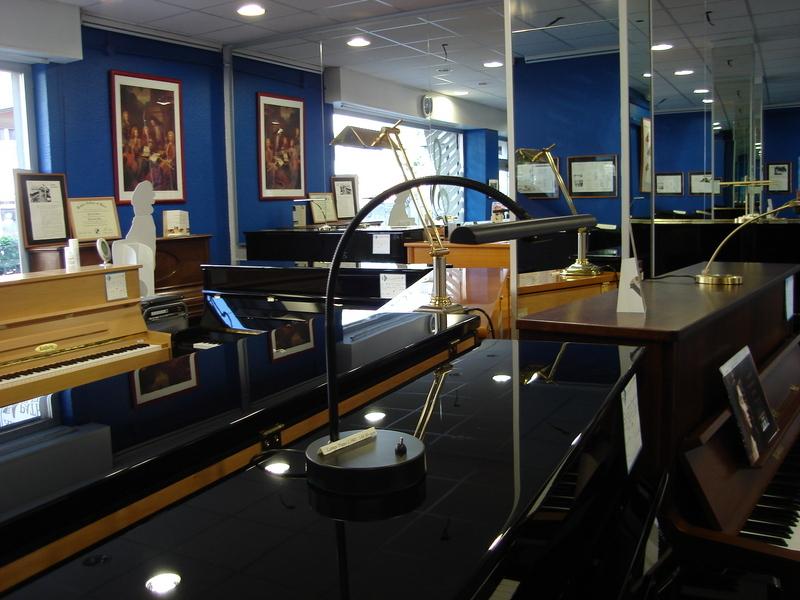 lampes piano art piano patrick bleriot. Black Bedroom Furniture Sets. Home Design Ideas