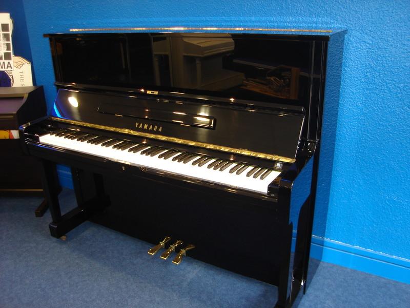 Vente piano occasion droit yamaha 1.21 - Notre sélection pianos occasion:Yamaha,Sauter,Bech - ART & PIANO - Patrick BLERIOT - Voir en grand