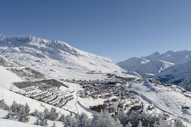 la station Laurent Salino alpe d'huez Tourisme - Voir en grand