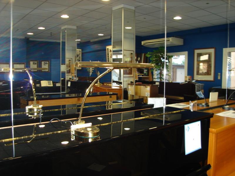 Lampes piano - Accessoires pianos : sièges, lampes, regulateur hy - ART & PIANO - Patrick BLERIOT - Voir en grand