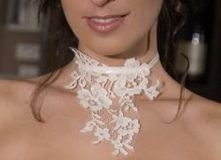 Les bijoux de dentelles sur mesure fabriqués à grenoble - les bijoux de la mariée - Création Signé Edith  - Voir en grand