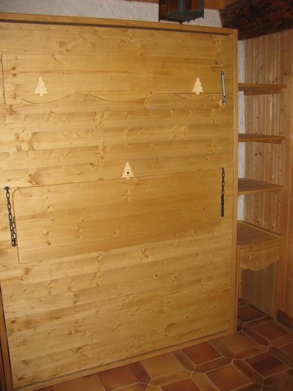 lit relevable avec table de travail et chevets sortant - Lit relevable, lit armoire - VERCORS LITERIE  - Voir en grand