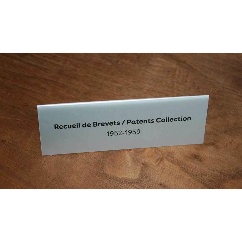 Chevalet salle de reunion en aluminium, porte noms, par amalgame Graveur Grenoble - Voir en grand