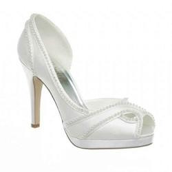 Laurene-chaussures-de-mariage-signe-edith-creation-de-robes-de-mariés-grenoble - Voir en grand