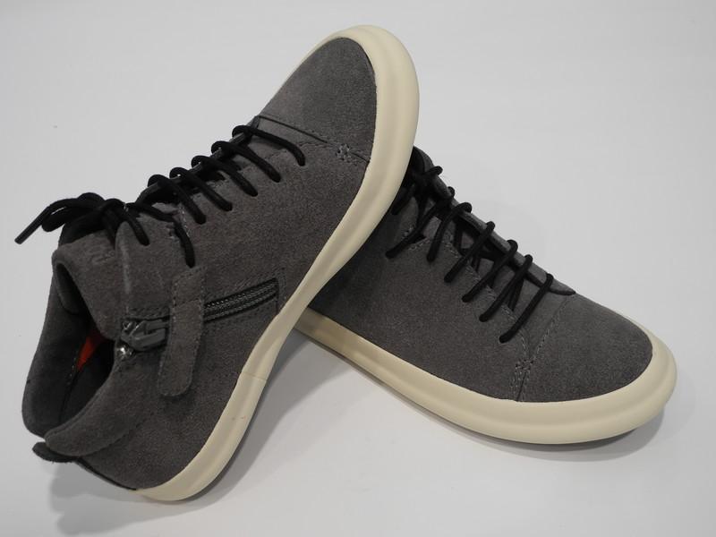 Chaussure à zip grise CAMPER - Voir en grand