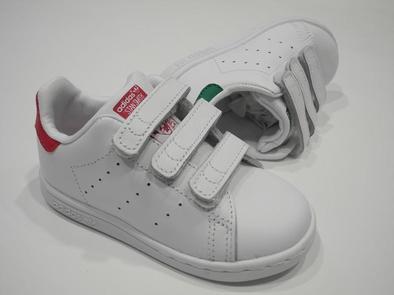 Basket Adidas velcro - Voir en grand